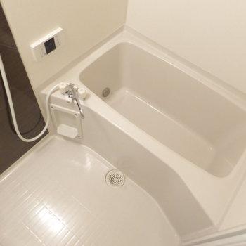 バスルームもゆとりありましたよ◎※写真は2階の同間取り別部屋のものです