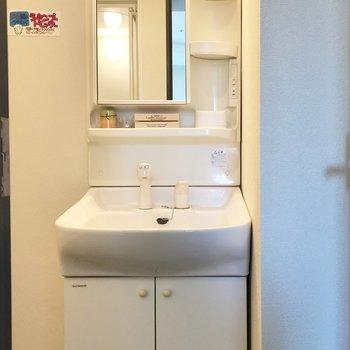 シンプルな洗面台!※同間取り別部屋です