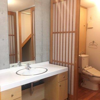 広々洗面台スペース(※写真は同建物同間取りの別部屋のものです)