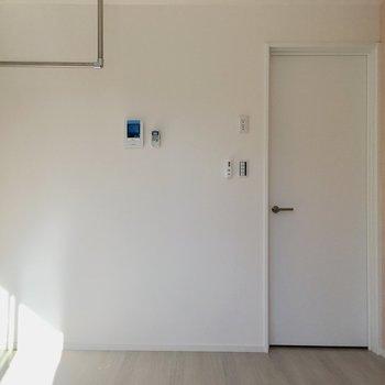 窓側から見たところ。※写真は1階の同間取り別部屋のものです