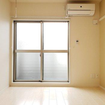 右にテレビがいいかも。※写真は3階の似た間取り別部屋のものです