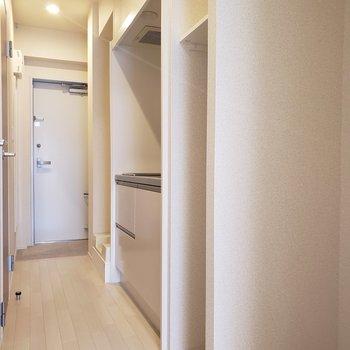 細い収納スペースに調味料ラックを置いたらキッチンがスッキリしそう。※写真は3階の似た間取り別部屋のものです