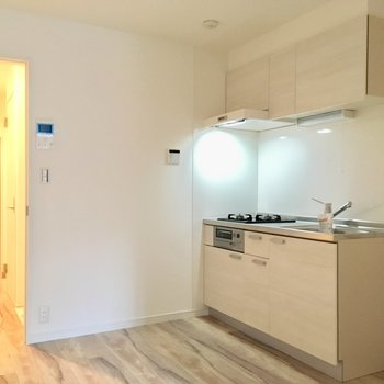 【DK】キッチン左には冷蔵庫を。