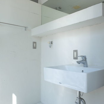 洗面台もクール※写真は同じ間取り3階別部屋のものです