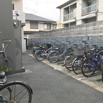 【共用部】階段と同じく、駐輪場も。