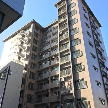 レトロな高層のマンション!