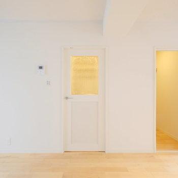 透けガラスの扉がお部屋に透明感をプラス!※写真は前回募集時のもの
