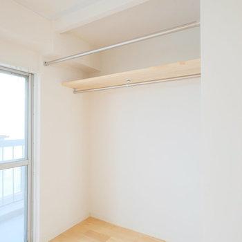居室のオープンクローゼットはディスプレイ収納にしてもいいですね。※写真は前回募集時のもの