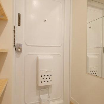 玄関もきれいな白。※写真は前回募集時のもの