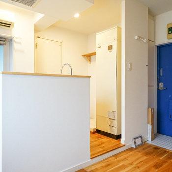 コンパクトだけど、お気に入りのキッチンになりそう!※写真は反転で似た間取りの212号室のものです