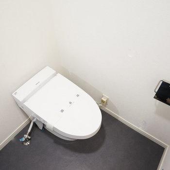 トイレも新品!※写真は反転で似た間取りの212号室のものです