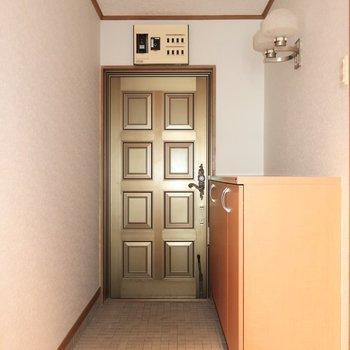 玄関はレトロスタイル