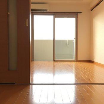 ベランダに面した奥のお部屋。※写真は11階の同間取り別部屋のものです
