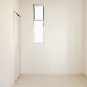 リビングの隣の洋室はクローゼット付き。