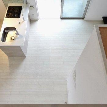 上からの景色ちらり。コンパクトに家具を置こう。(※写真は清掃前のものです)