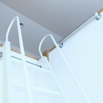 はしごは壁にかけて置くことも◎