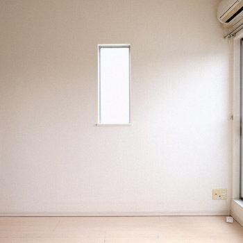 こっちにも小窓。