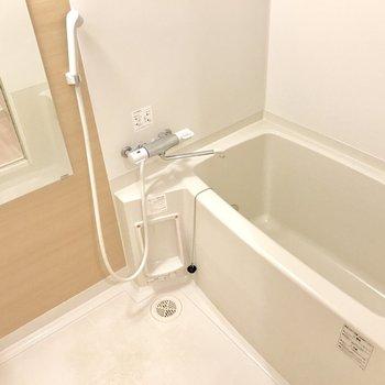 優しい色合いのバスルーム。