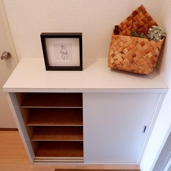靴箱はちょっと小ぶりかな。※家具はサンプルです