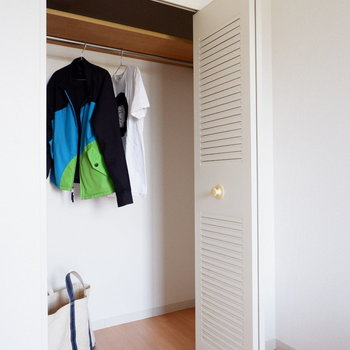 【洋室5帖】朝の準備もしやすそうです。※家具はサンプルです
