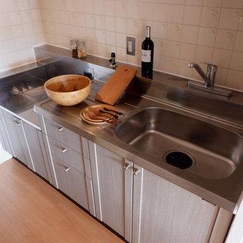 【キッチン】お料理も楽しめそうです。※家具はサンプルです