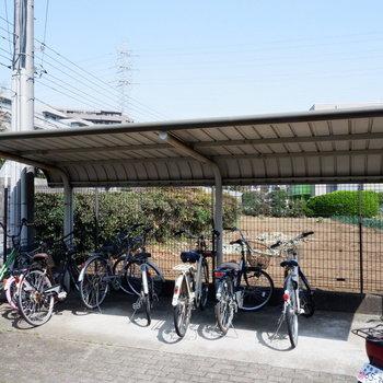 駅まで距離があるので、自転車があると便利ですよ。