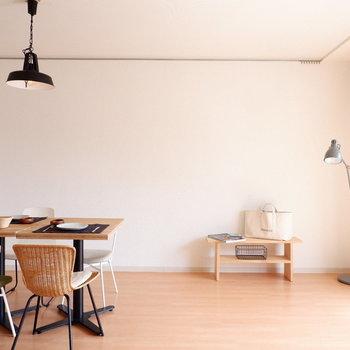 【リビング】ダイニングテーブルを置いてもこのゆったり感。※家具はサンプルです