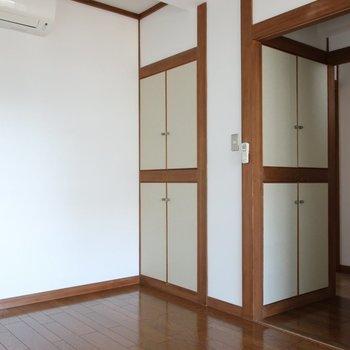 【洋室】お部屋手前にも収納がありますね。※写真は前回募集時のものです