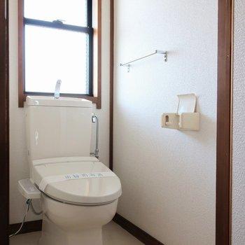 トイレも窓付き嬉しい。※写真は前回募集時のものです