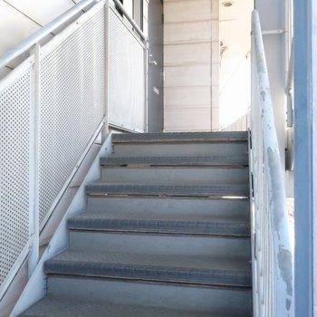 3階のお部屋までは階段です。