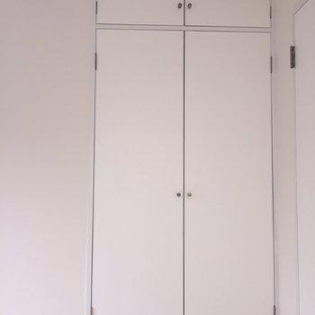 【3.7帖洋室】上も下も使えますよ※写真は通電前のものです。