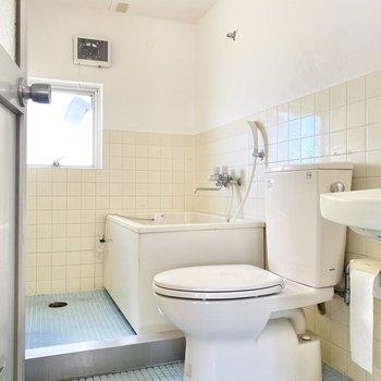 お風呂は広めの3点ユニット。※写真はクリーニング前のものです