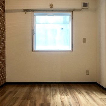 四角い窓が可愛らしい♪