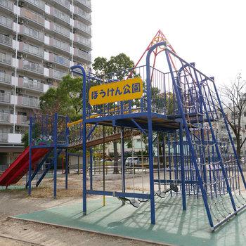 ちょっと遊べる公園もあり。