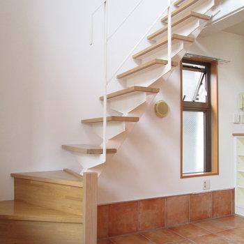 【1F】2階に行きましょう〜