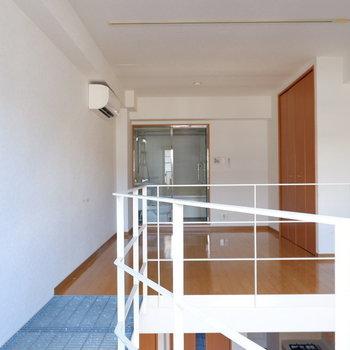 バルコニー側から。※写真は1階の同間取り別部屋のものです。