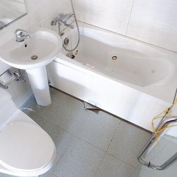 スケルトンの水回りは3点同室。※写真は1階の同間取り別部屋のものです。