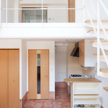 メゾネットの特徴は天井が高く開放的なところ!※写真は1階の同間取り別部屋のものです。