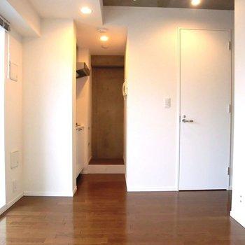 キッチンスペースが分けられてるのがいい。※写真は5階の同間取り別部屋のものです。