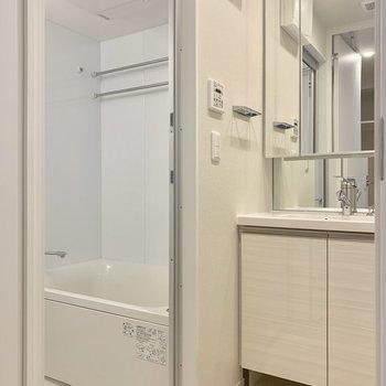 脱衣所も清潔感があって良い※写真は4階の同間取り別部屋のものです