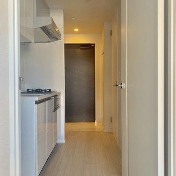 続きましてはキッチンと水周り※写真は4階の同間取り別部屋のものです