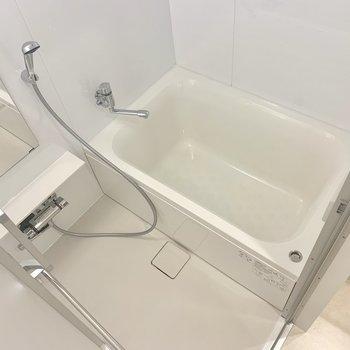 快適なお風呂でゆっくりと※写真は4階の同間取り別部屋のものです
