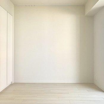 清潔感のある真っ白な空間※写真は4階の同間取り別部屋のものです