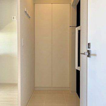 しっかりスペースがある玄関です※写真は4階同間取り別部屋のものです。