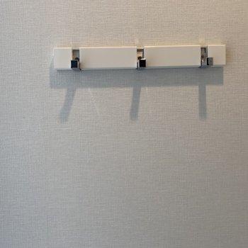 フックが付いているので鍵をかけたり※写真は4階同間取り別部屋のものです。