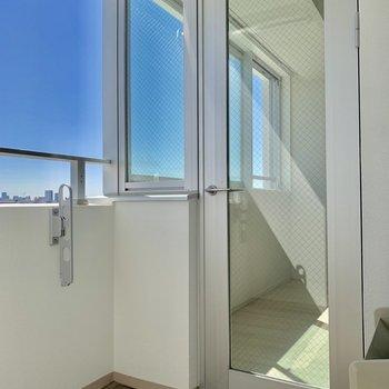 バルコニーで洗濯干せますね※写真は4階同間取り別部屋のものです。