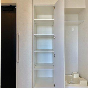 タオル、柔軟剤などが置けますね※写真は4階同間取り別部屋のものです。