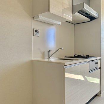 キッチンの横に冷蔵庫置けます※写真は4階同間取り別部屋のものです。
