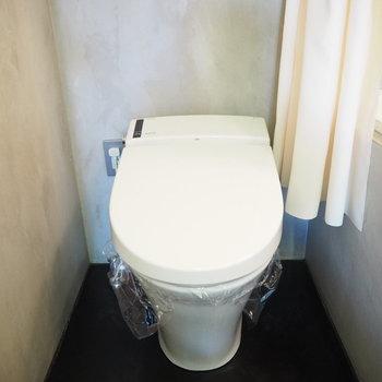 トイレも清潔感。※写真は2階の反転間取り別部屋のものです。