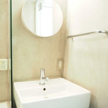 こちらもまる〜い洗面台。※写真は2階の反転間取り別部屋のものです。